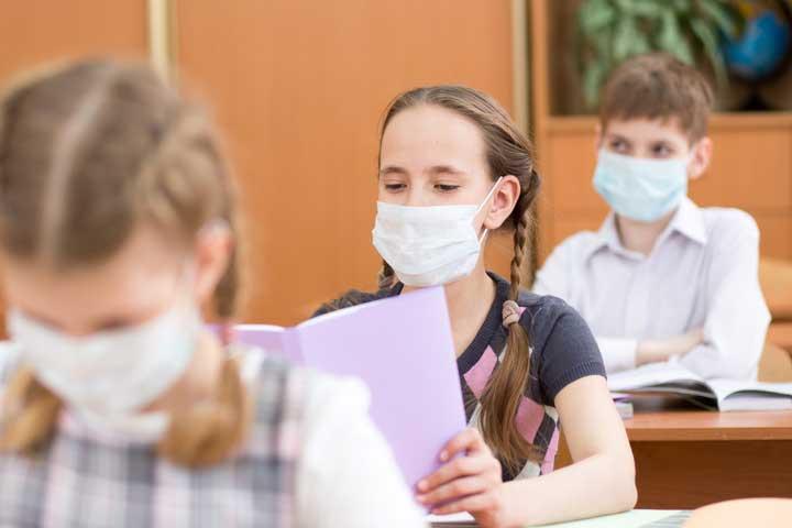 Numărul elevilor infectaţi este în creştere