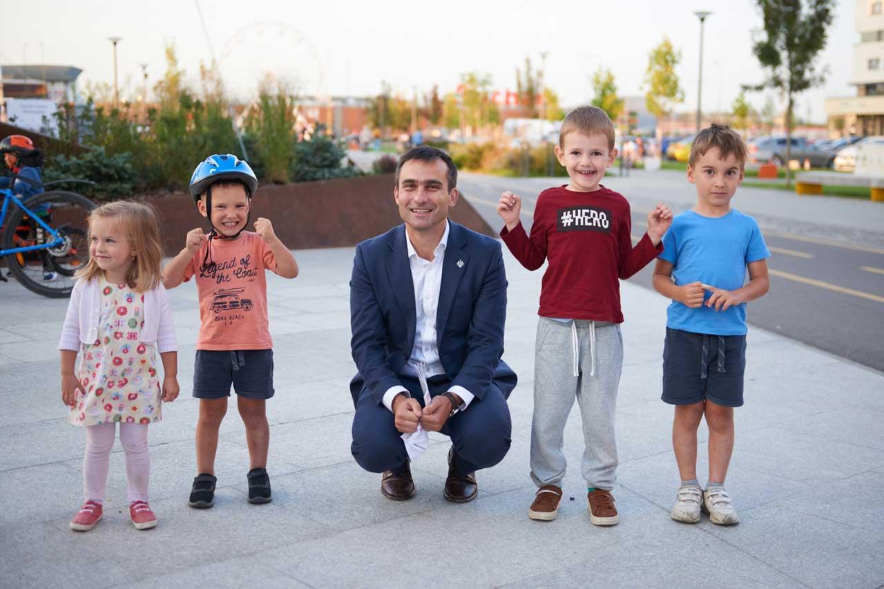 """Allen Coliban, primarul Brașovului: """"Educația, unul dintre primele trei domenii puternic finanțate în bugetul local"""""""