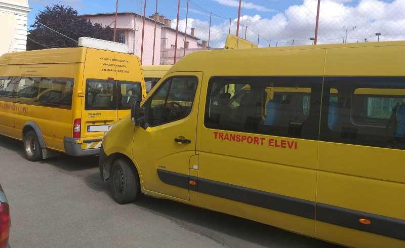 Început de an școlar cu microbuze pentru elevi vechi și uzate